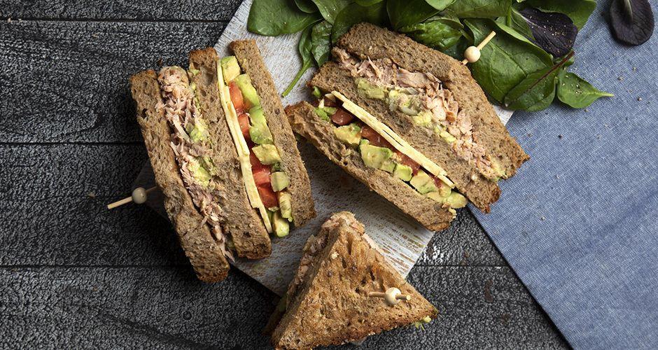 Recipe main club sandwich me kapnisto tono