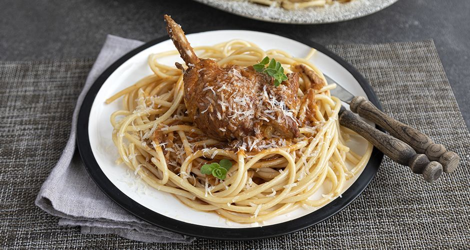 Pressure-cooker rooster in red wine sauce