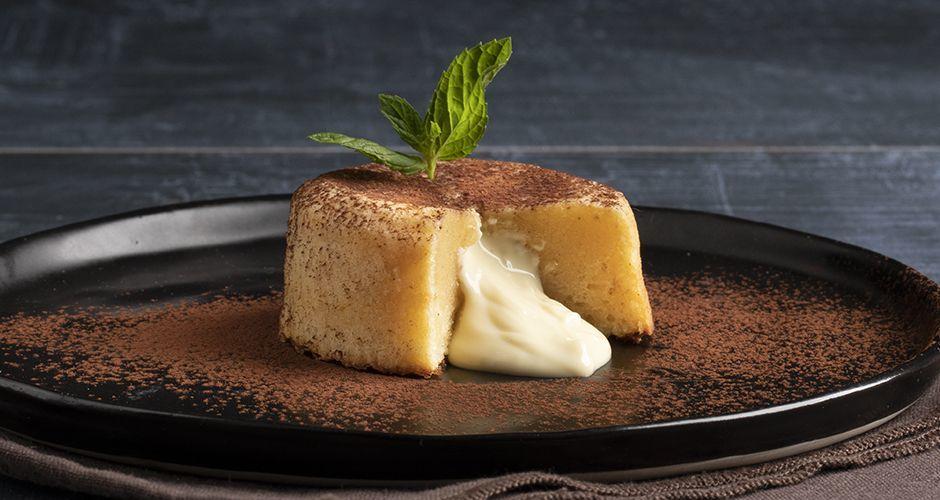 White chocolate moelleux (lava cake)
