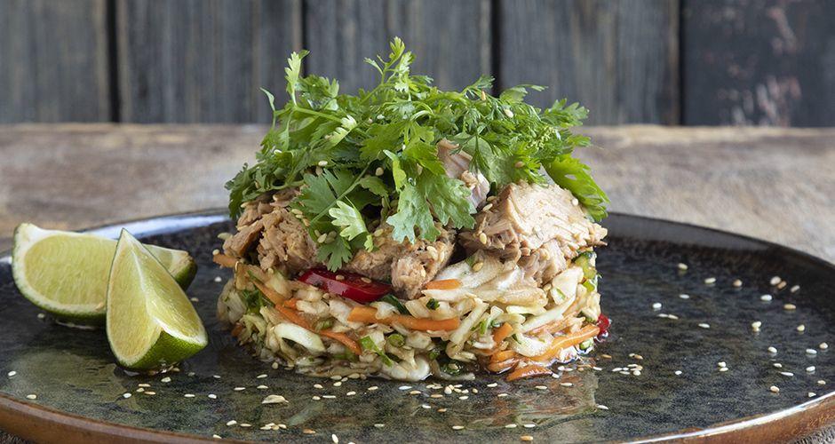Recipe main asiatiki salata me kapnisto tono
