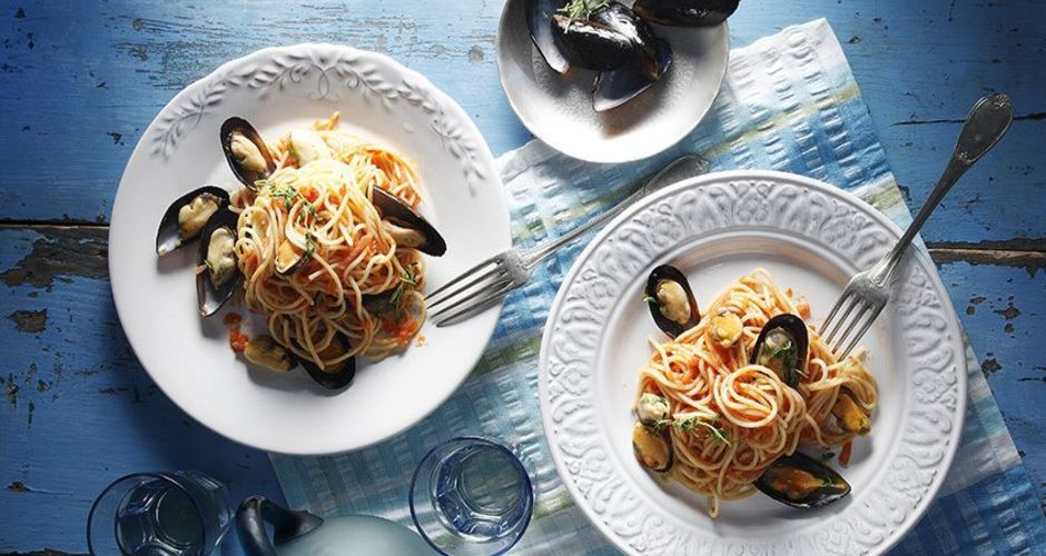 Mussels and Spaghetti Cooked in a Pan