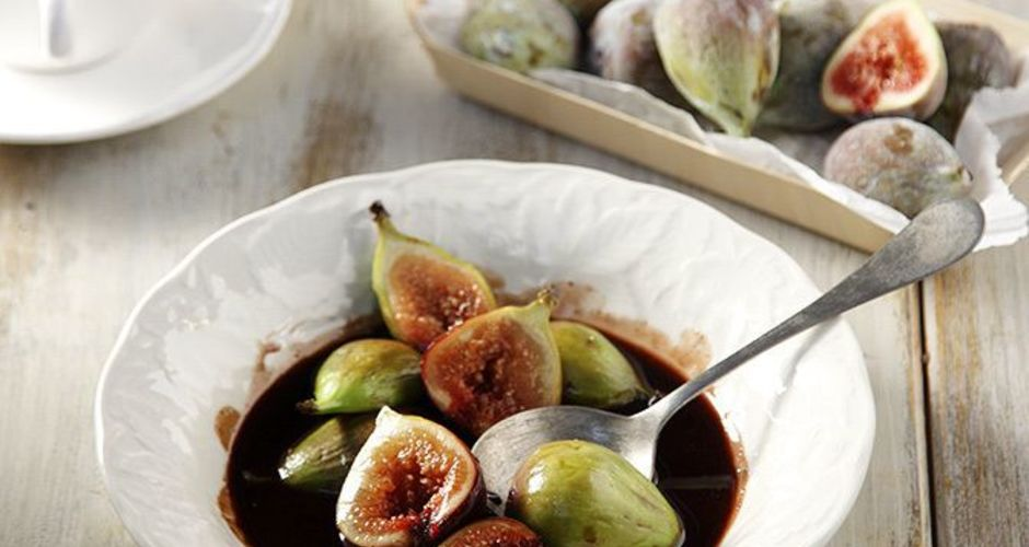 Figs in a sweet wine chocolate sauce