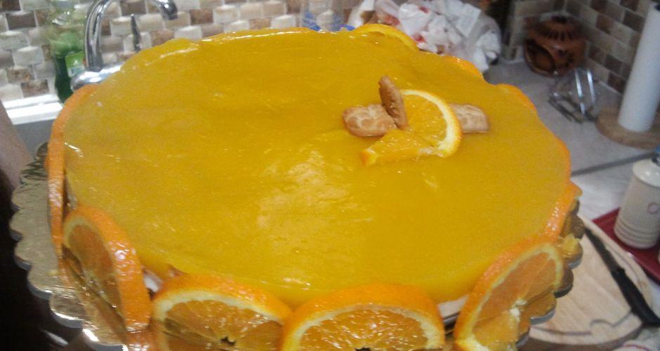 Δροσερή τούρτα με κρέμα πορτοκάλι στο πί και φί