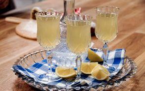 Recipe thumb akis petretzikis pikantikh lemonada me roumi