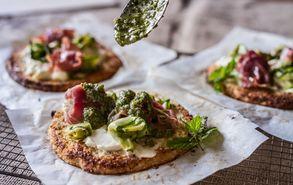 Recipe thumb akis petretzikis pizza me vasi kounoupidiou