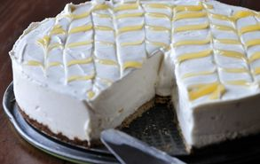 Recipe thumb akis petretzikis cheesecake lemoni 3