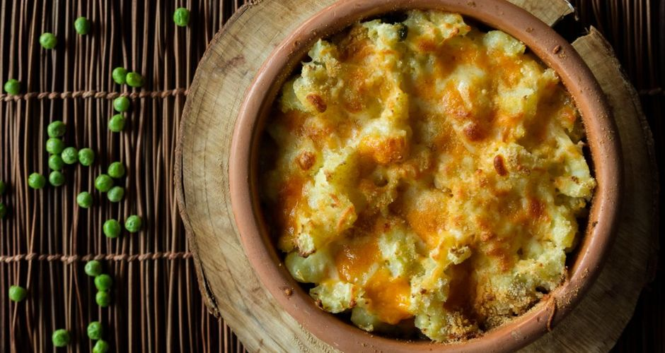 Baked mashed potatoes and peas