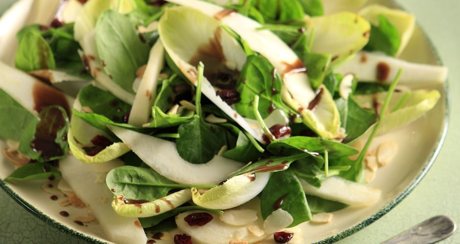 Endive and pear salad with chocolate dressing