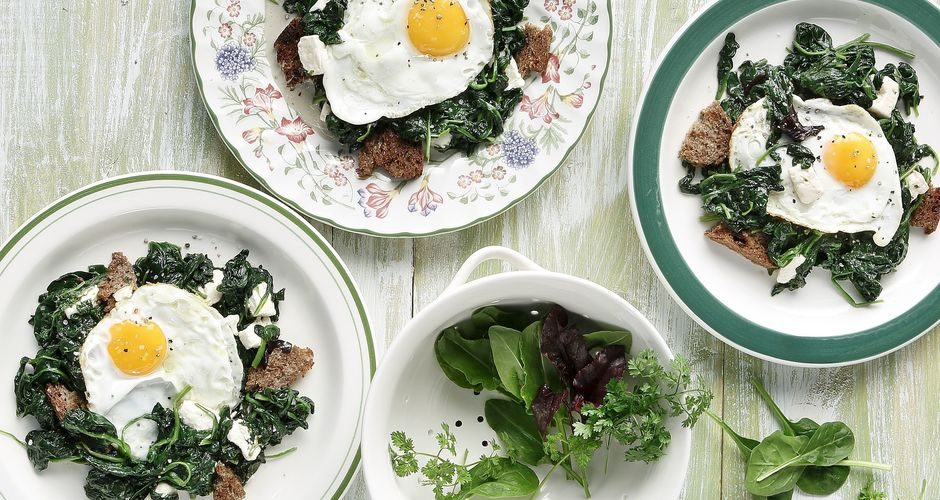 Spinach with eggs and feta cheese