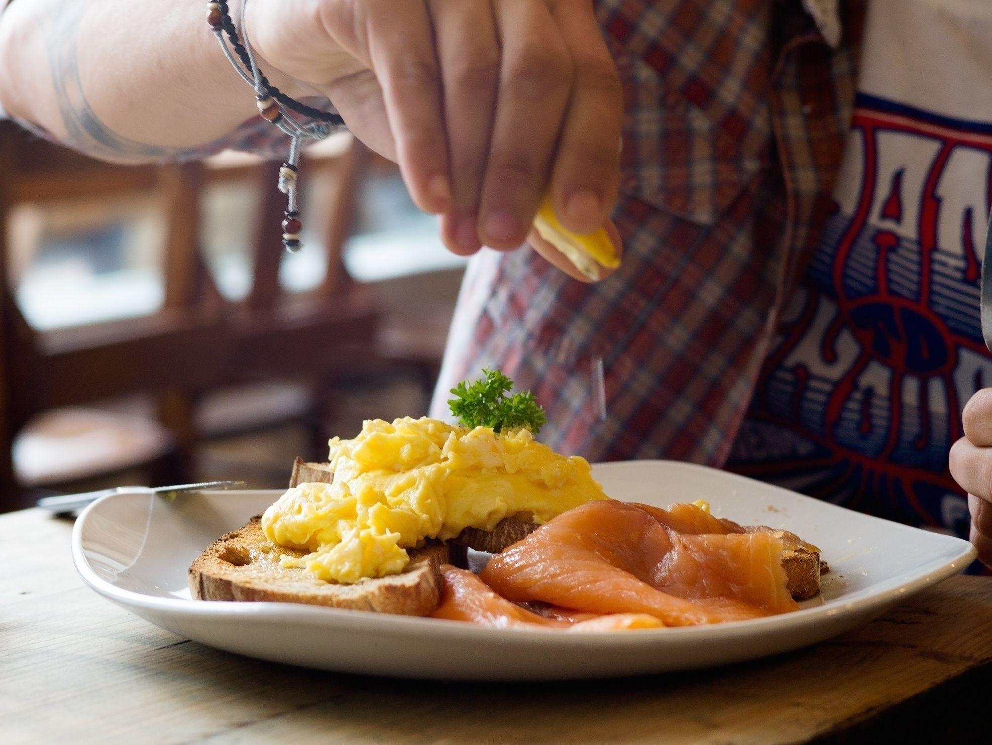 Akis petretzikis scrambled eggs 3