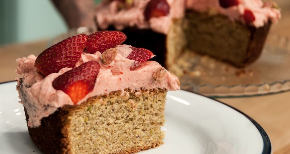 Strawberry and Pistachio Cake