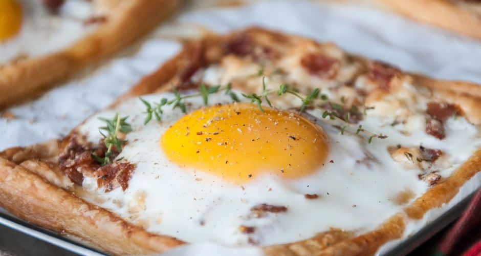 Eggs and bacon breakfast tartlets