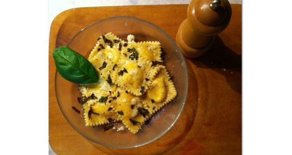 Ravioli με τυριά και μυρωδικά
