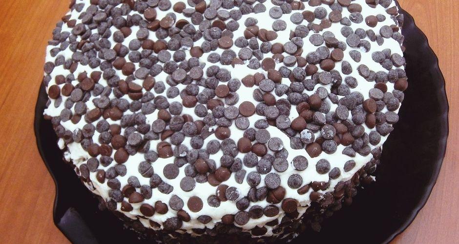 Εύκολη τούρτα κέικ με γλάσο βανίλιας