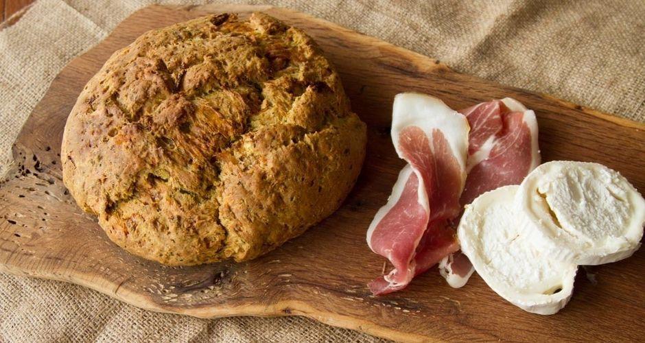 Ψωμί σόδας με προσούτο