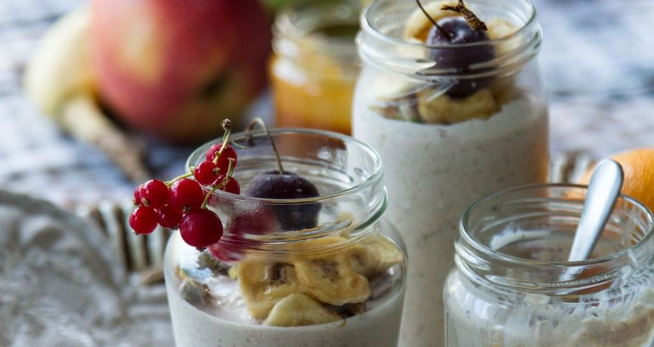 Chilled oatmeal pudding