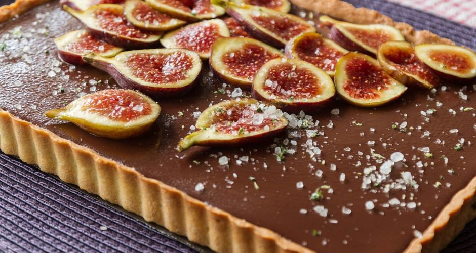 Chocolate tart with figs