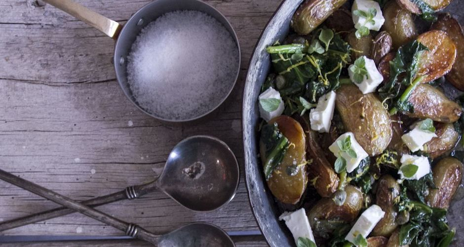 Baby potatoes with spinach and capers