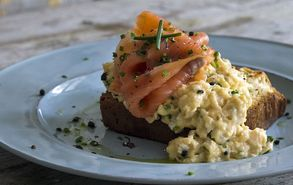 Recipe thumb akis petretzikis scrambled eggs