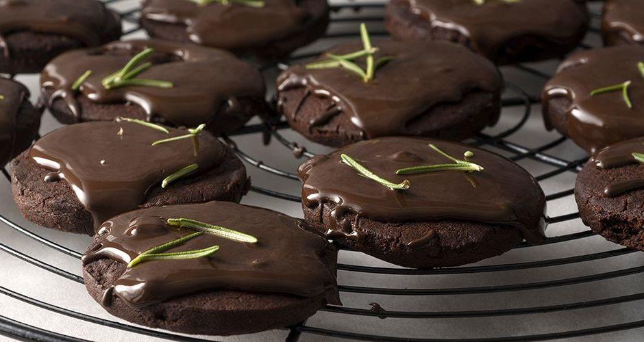 Σοκολατένια μπισκότα με δεντρολίβανο