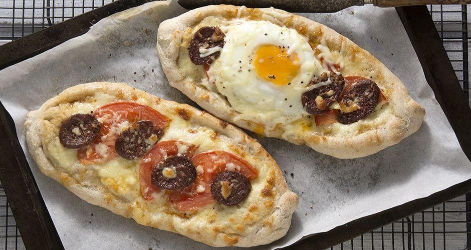 Πεϊνιρλί με σουτζούκι και αβγό