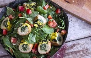 Recipe thumb akis petretzikis salata me bageta spanaki