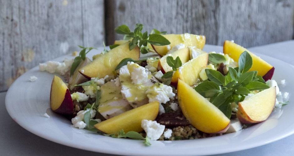 Bulgur and chicken salad with peaches