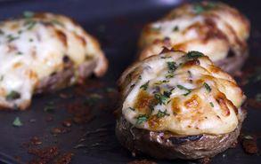 Recipe thumb akis petretzikis patata gemisti loukaniko site