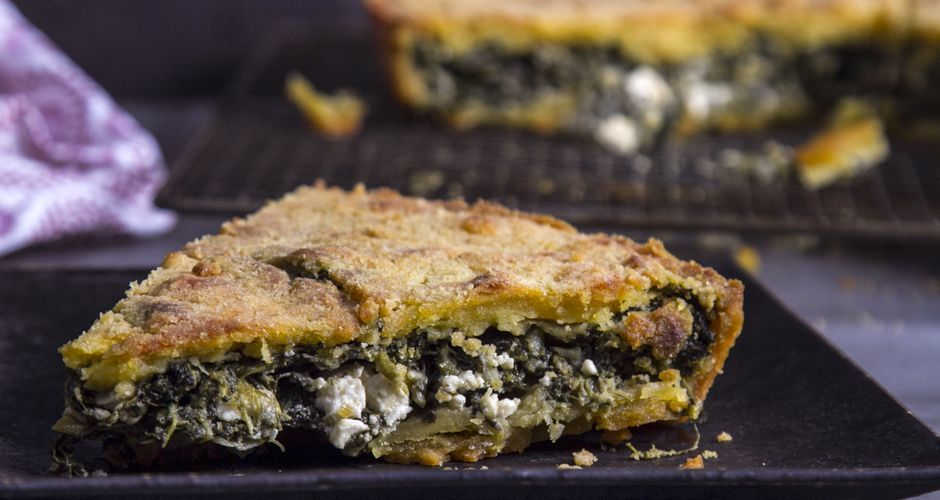 Crunchy cornmeal pie with spinach and feta