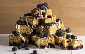 Recipe thumb akis petretzikis blueberry squares site