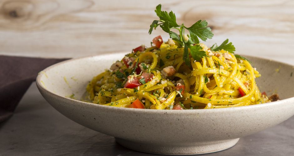 Aromatic linguine with saffron and hazelnuts
