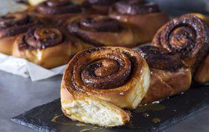 Recipe thumb akis petretzikis cinnamon rolls site
