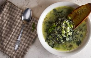 Recipe thumb akis petretzikis soupa stracciatela site