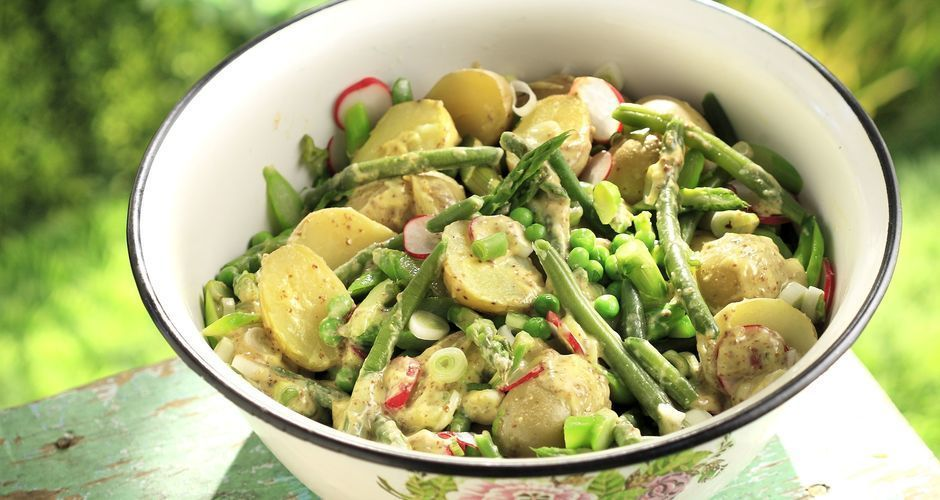 Recipe main akis petretzikis spring salad with new potatoes