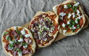 Recipe thumb akis petretzikis pizza